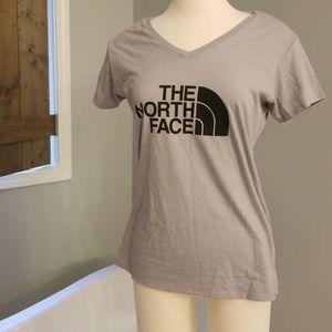 NEW North Face logo tee